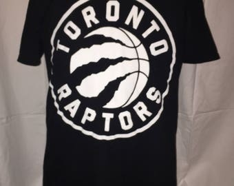 Free Shipping - NBA Toronto raptors basketball T-shirt Size L Large In excellent condition