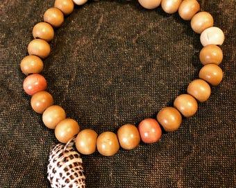Mala bracelet with shell charm