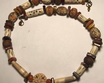 1970s Vintage Amber and Shell Necklace