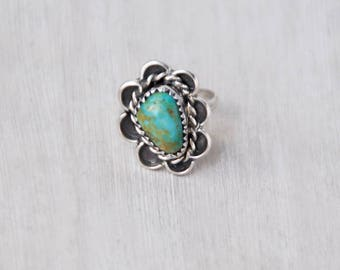 Vintage Sterling Silver Turquoise Ring - green stone with scalloped setting and twisted wire border - Southwestern statement ring - Size 6
