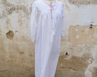 Vintage Antique 1900s French Edwardian white cotton handmade embroiderys long nightgown / size S/M/L