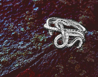 Silver Earthworm Slim Knot Ring
