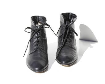 Vintage Black Leather Ankle Boots / size 7.5