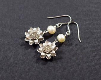 Handmade Earrings, Sterling Silver Earrings, Flower Earrings, White Freshwater Pearls Earrings, Silver Earrings, Small Earrings