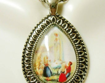 Our Lady of Fatima pendant with chain - AP15-096