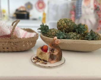 Miniature Mouse Figurine, Mouse With Cake on Plate, Dollhouse Miniatures, 1:12 Scale, Dollhouse Decor, Topper, Crafts, Shelf Sitter