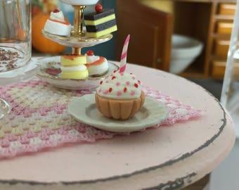 Miniature Birthday Cupcake, Mini Cupcake with Candle, Dollhouse Miniature, 1:12 Scale, Miniature Food, Dollhouse Food, Accessory, Crafts