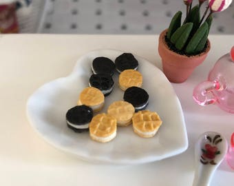 Miniature Cookies, Mini Sandwich Cookies, Set of 12, Dollhouse Miniature, 1:12 Scale, Miniature Food, Dollhouse Accessory, Decor, Crafts