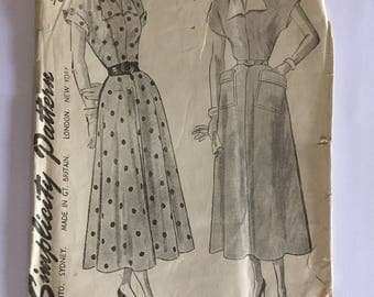Vintage c. 1949 unused and uncut dress sewing pattern - 1940s simplicity pattern no. 2801 - size 18 1/2 (bust 37 hips 40)