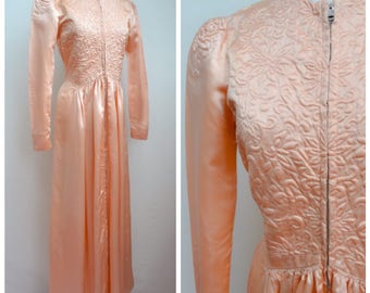 1930s 40s Peach satin zip front padded embroidered full length peignoir / 1940s 30s floor length nightgown bridal robe - S