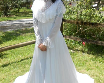 Vintage 1970s lace-collared prairie-style wedding gown, size XS