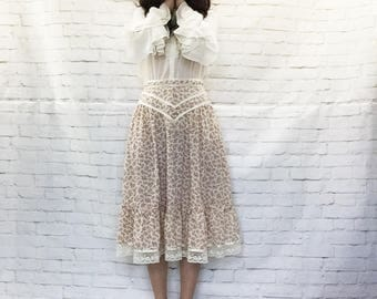 Vintage 70s Gunne Sax Ruffled Lace Prairie Midi Skirt M Beige Mauve Calico Floral Pockets