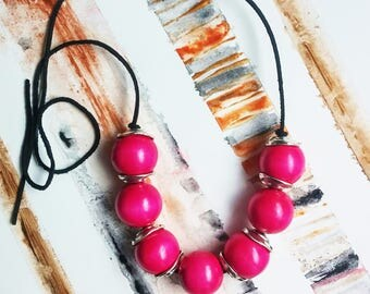Dark pink wood necklace, fuchsia summer necklace, chunky wood beads, hand painted, boho summer fashion beach wear, statement necklace