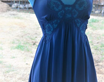 Olga blue short nightgown and robe  size small