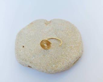 Spiral ear hugging hoop earring. Small hug earring. Spiral stud arc hoop. Ear hugger unisex earrings. Simple gold-filled hoops.
