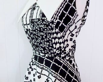 70's Black and White Graphic Print Mod Dress Huge Pointed Collar Fit and Flare Dress S M