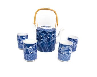 Vintage Chinese Porcelain Teapot and Cups Blue and White Tea Set Asian Design Cranes Pattern Rattan Wicker Handle Ceramic Kettle with Lid