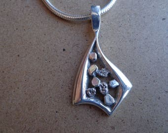 Sterling silver .925 pendant with chain.