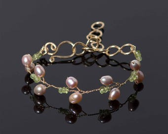 Peridot Branch Bracelet in 14k gold filled wire with freshwater pearl | Green August birthstone | Bridal jewelry