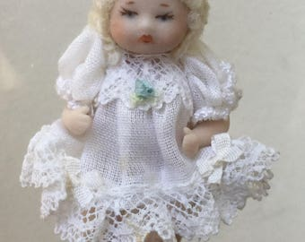 """Dollhouse Miniature 1"""" Scale Porcelain Baby in White Dress (JL)"""