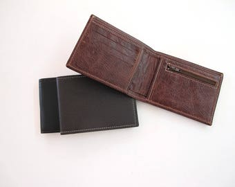 Men wallet handmade of high quakity leather. Available in three colors.