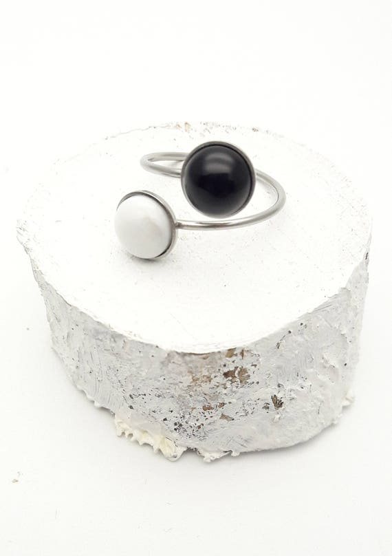 Two Stones Black White silver stainless steel ring//Black Onyx White howlite ring//Round hypoallergenic 2 cabochons 8 mm surgical steel ring