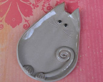Ceramic cat spoon rest. Ceramic cat jewelry holder.Cat plate. Cat ring holder. Ceramic cat dish. White cat dish. Handmade small cat plate