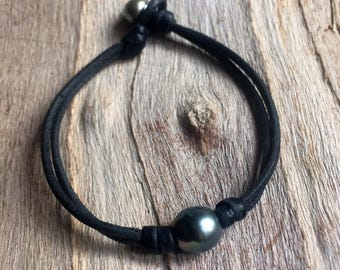 Man bracelet with two genuine tahitian pearls. Very masculine, surfer style