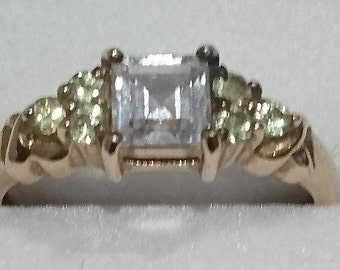 Vintage 9ct gold peridot and cz ring