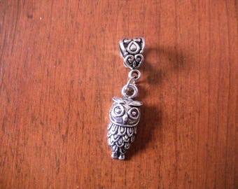lovely matte silver OWL pendant