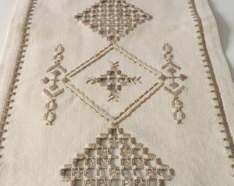 Vintage 1960s slim hand embroidered cotton linen coffee table tablecloth tablerunner