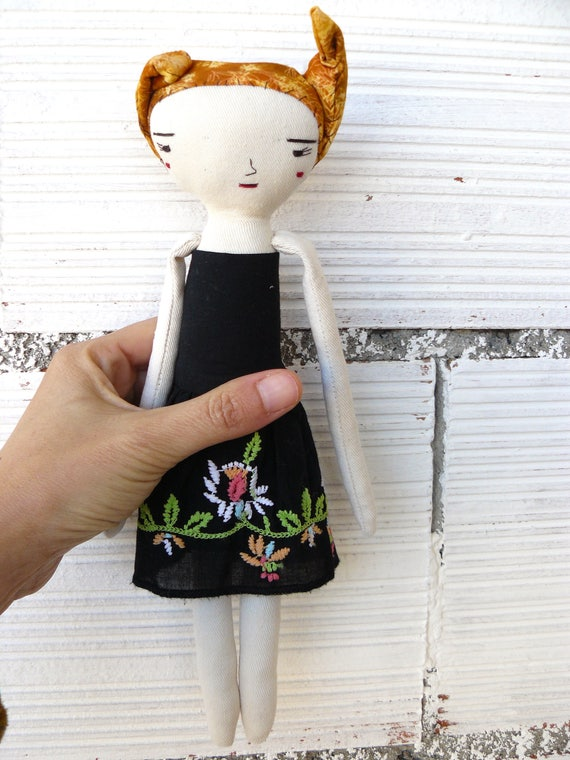 Art doll in cotton and linen. Cotton hair. 28 cm.