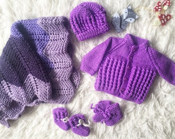 Hand knitted clothing set for dolls or teddy bear