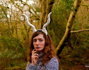 White Horns Gazelle Horns Creature Headpiece Antlers Faun Horns Fawn Costume Pan Woodland Costume Cosplay Long Wavy Ram LARP Demon Bad Fairy