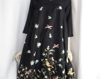 vintage EMBR0IDERED CHE0NGSAM QIPA0 black linen swing dress/ flowering branches and birds/8 ft circle hem: size S