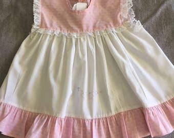 Super sweet vintage baby swing dress/top with pink detailing and embroidery. Size 0.