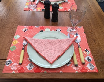 Set of 6 fabric reversible placemats and matching napkins