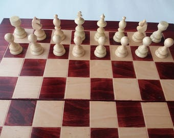 New red beautifiul handmade hazel wood chess piece, beech wood chessboard box wooden chess set educational board game