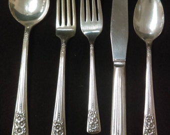 Silver Belle 5 Piece Place Setting, by International  Silver,  Silver-plate Flatware  (1336)