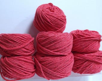 Chunky Yarn Bundle, Frosted Thick Yarn for Hand Knitting Scarves, Cowls, Tuques & Winter Wear or for Fiber Art Project Using Chunky Red Yarn
