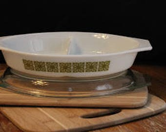 Pyrex Green Square Flowers 1 Qt Divided Dish with Lid