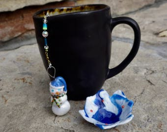 Snowman Christmas Tea Infuser with Snowy Blue and White Dish