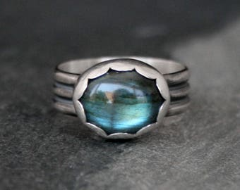 Labradorite Blue Flash Ring, Sterling Silver Ring, Oval Gemstone Scallop Statement Ring, Triple Band Blue Green One of a Kind Ring Size 7.5