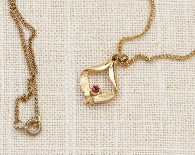 Red Rhinestone Necklace Vintage Gold Abstract Pendant Etched Chain Costume Jewelry 7L