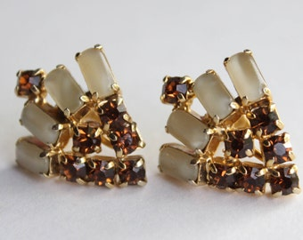 Vintage Gold And Topaz White Rhinestone Art Deco Screw Back Earrings . Unsigned
