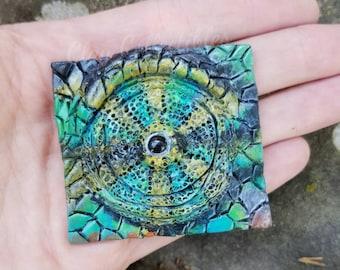 Chameleon eye sculpture