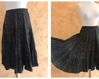 Vintage 1950s Leopard Print Woolen Pleateds Circle Skirt - size S/M