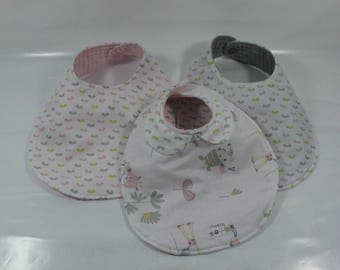 Set of three bibs baby giraffe pattern.