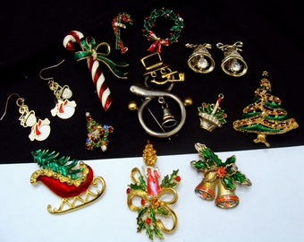 Vintage jewelry lot-Christmas in july jewelry-rhinestone jewelry lot-ready to wear jewelry-christmas tree pin-old costume jewelry-santa pin