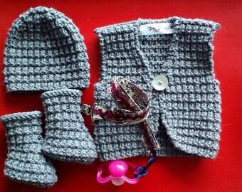 Pack baby bonnet, booties, pacifier, vest